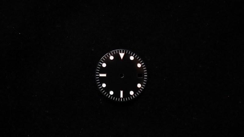 modern-glossy-black-non-logo-date